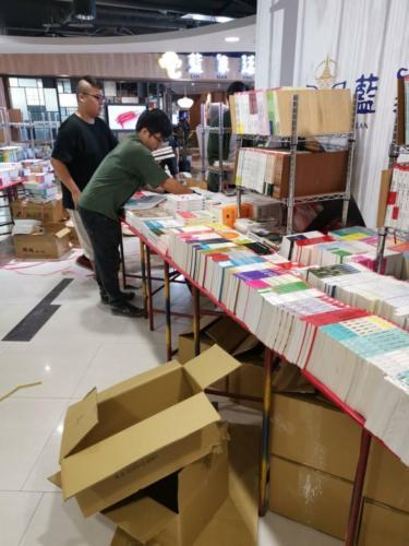 108台中義賣書展-佈展中3