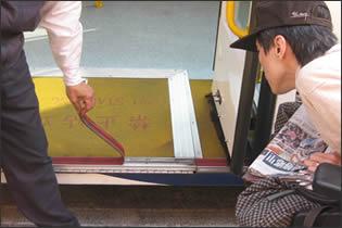 檢測台北市低底盤公車斜坡板